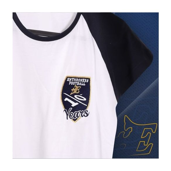 Fehér 10. évfordulós női póló hímzett logóval
